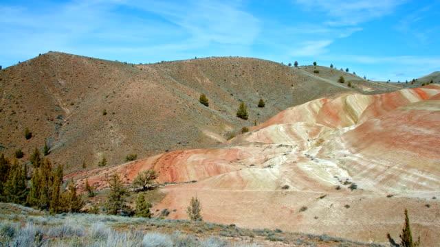 vídeos y material grabado en eventos de stock de daytime painted hills spring sutton mountain john day great basin high desert columbia plateau - monumento nacional