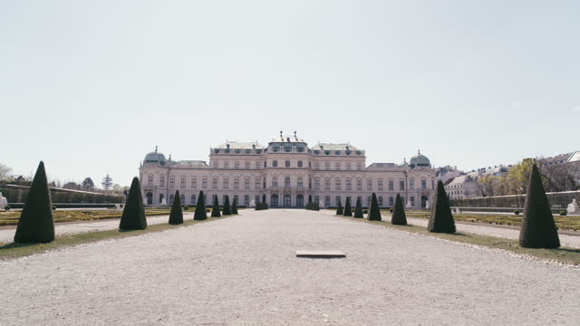 daytime view of a deserted castle belvedere seen from the park in vienna, austria during the covid 19 shutdown/corona lockdown - belvedere palace vienna stock videos & royalty-free footage