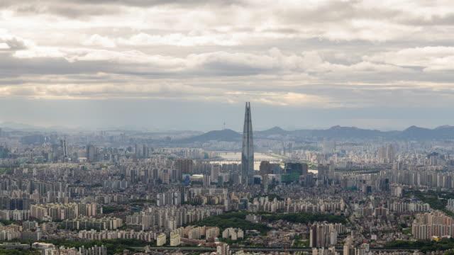 vídeos y material grabado en eventos de stock de daytime view of han river and lotte world tower in downtown jamsil / songpa-gu, seoul, south korea - señal de nombre de calle