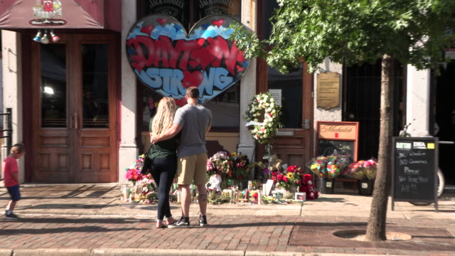 """dayton, ohio, usa: a sign reads, """"dayton strong,"""" above a memorial at the site of sunday morning's mass shooting that left 9 dead, and 27 wounded,... - dayton ohio stock videos & royalty-free footage"""