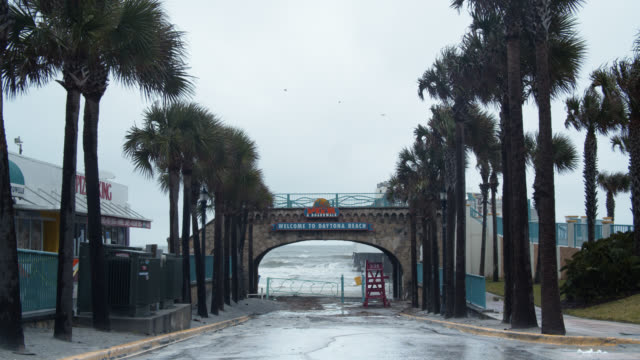 daytona beach welcome sign on rainy day - welcome sign stock videos & royalty-free footage