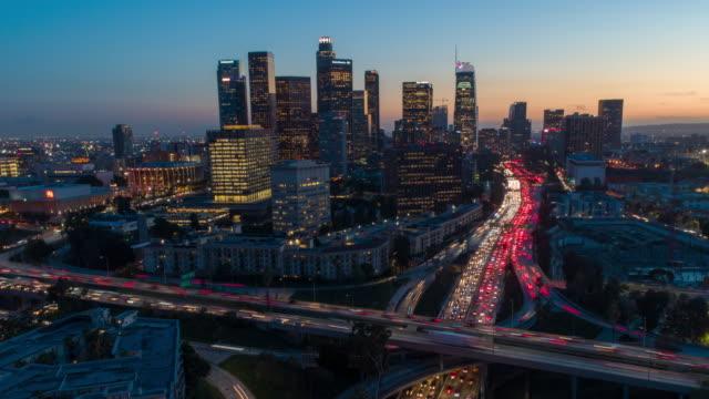 vidéos et rushes de day-to-night aerial hyper-lapse time-lapse of los angeles traffic - circulation routière
