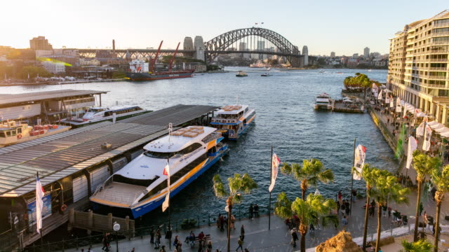 vidéos et rushes de time-to-night time-lapse of circular quay, sydney, australie - ferry