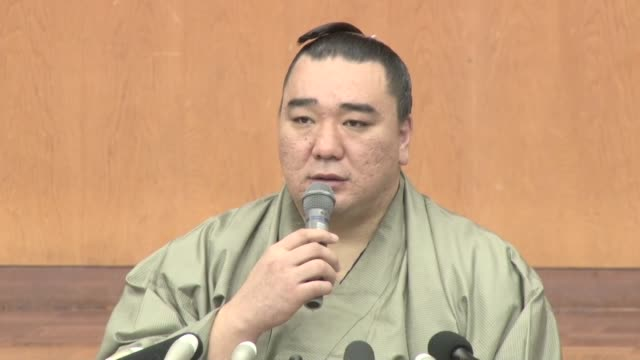Sumo grand champion Harumafuji announces his retirement at a press conference in Dazaifu southwestern Japan on Nov 29 2017 after admitting to...