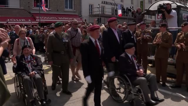 vídeos de stock, filmes e b-roll de veterans and world leaders attend services in normandy france normandy arromanches ext various shots marching band along with bagpipes followed by... - arromanches
