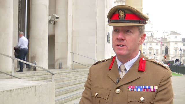 soldier's footprints placed around city landmarks in tribute england london ministry of defence ext brigadier fred hargreaves interview sot various... - ministero della difesa video stock e b–roll
