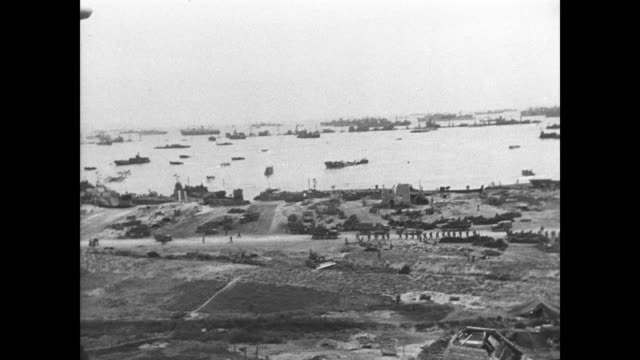 day - artifcial harbors are formed on normandy shores from sunken block ships - 1944 bildbanksvideor och videomaterial från bakom kulisserna