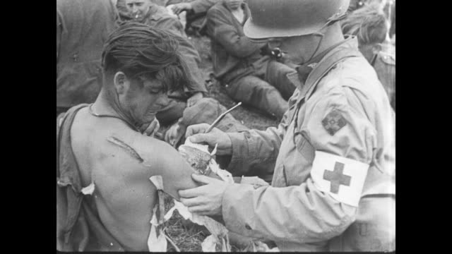 day battalion aid station attends to wounded allied soldiers in normandy - ferito video stock e b–roll