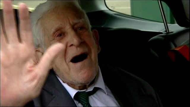 day veteran bernard jordan dies r07061401 ***beware bernard jordan interview sot marvellous this is a smashing country and i'm proud to have served it - アロマンシェス点の映像素材/bロール