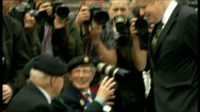 cameron speech england london hms belfast ext boris johnson along with dday veterans at ceremony as part of the celebration of the 70th anniversary... - アロマンシェス点の映像素材/bロール