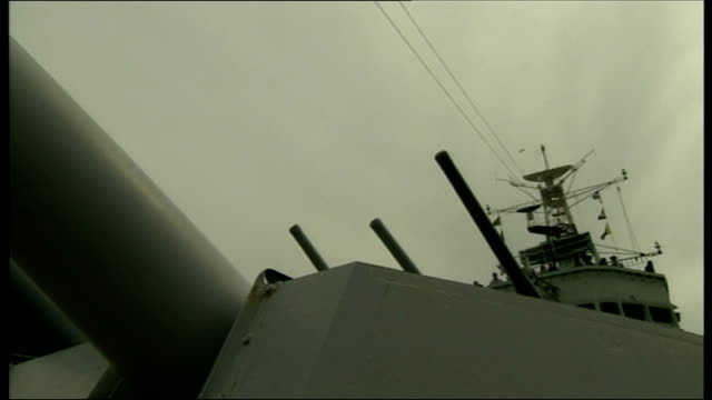cameron speech gun salute fired sot / johnson talking to and saluting veterans - アロマンシェス点の映像素材/bロール