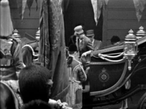 de gaulle and the queen step into an open top carriage at the start of the presidents state visit to britain 05 april 1960 - charles de gaulle stock videos and b-roll footage