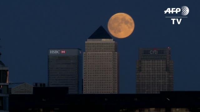 de las americas a india, miles de personas en todo el mundo disfrutaron del espectaculo de la superluna de sangre en la madrugada del lunes, fruto de... - astronomia stock videos & royalty-free footage