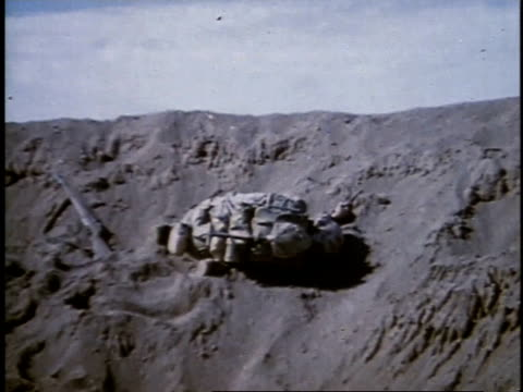 dead body in rubble / iwo jima japan - schlacht um iwojima stock-videos und b-roll-filmmaterial