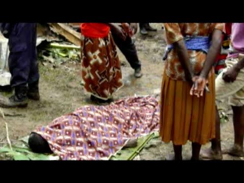 vídeos y material grabado en eventos de stock de dead body ritual feet washed of dead female body body been wrapped in blanket body carried in stretcher across mudslide site - volcán extinguido
