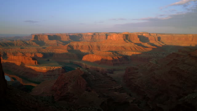 t/l ws ha dead horse point and green river at sunrise / moab, utah, usa - river green stock videos & royalty-free footage