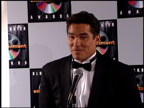 vídeos de stock e filmes b-roll de dean cain at the blockbuster entertainment awards at pantages theater in hollywood, california on june 3, 1995. - pantages theater
