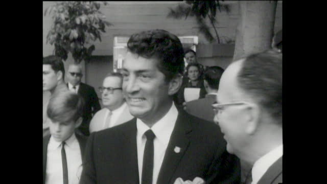 Dean Martin FOOTPRINTS Ceremony CHINESE Dean Martin was an ItalianAmerican singer actor comedian and film producer One of the most popular and...