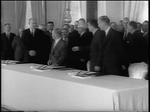 vídeos de stock e filmes b-roll de dean rusk, andrei gromyko + lord hume sitting at table to sign atomic test ban treaty - sentar se
