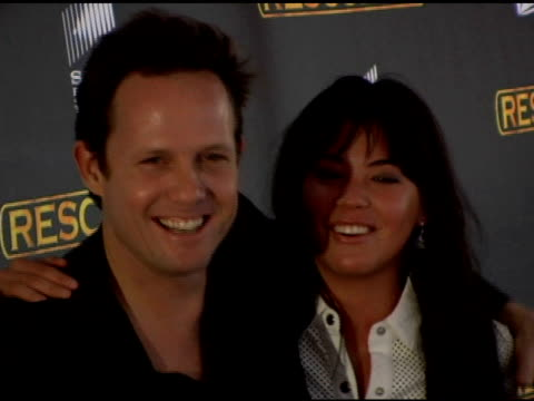 vídeos de stock, filmes e b-roll de dean winters and kelly hulbert at the season 3 new york premiere screening of 'rescue me' at the ziegfeld theatre in new york new york on may 24 2006 - rescue me