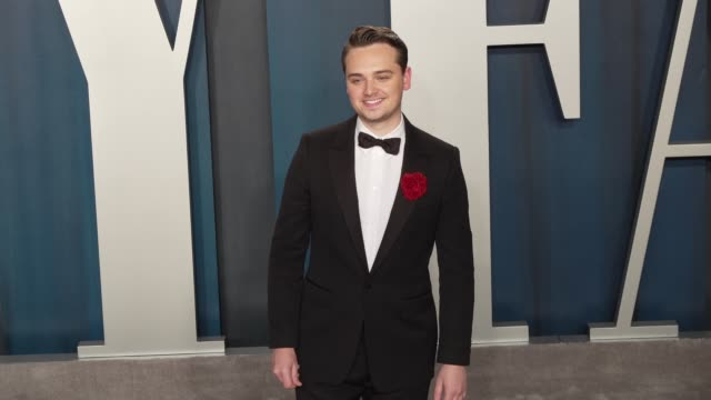dean-charles chapman at vanity fair oscar party at wallis annenberg center for the performing arts on february 09, 2020 in beverly hills, california. - vanity fair stock-videos und b-roll-filmmaterial