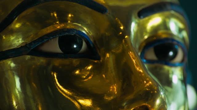 cu death mask of tutankhamen - ancient stock videos & royalty-free footage
