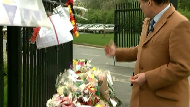 death of teacher ann maguire: 15 year old suspect appears in court; bouquets of flowers outside school reporter to camera donald maguire along with... - lärarinna bildbanksvideor och videomaterial från bakom kulisserna