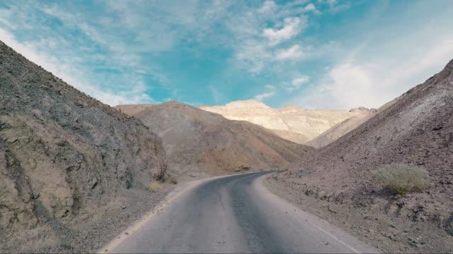 death valley wüste artist drive - road-trip in den vereinigten staaten - death valley stock-videos und b-roll-filmmaterial
