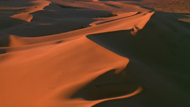 stockvideo's en b-roll-footage met death valley national park aerial fly-over of sand dunes death valley desert - death valley national park
