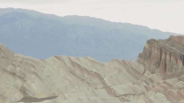 stockvideo's en b-roll-footage met death valley national park: zabriskie point - zabriskie point
