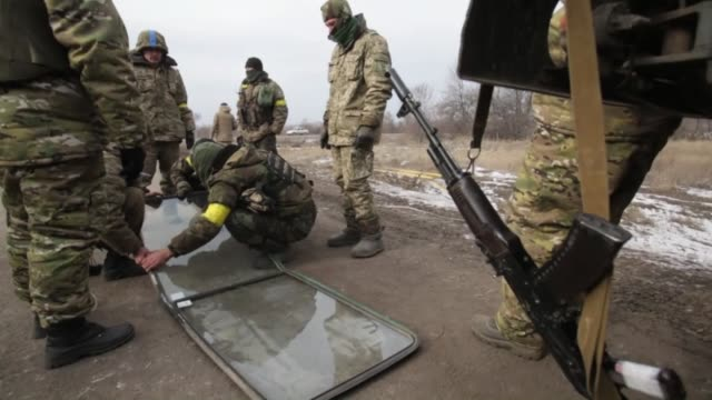 debaltseve in eastern ukraine is clear of ukrainian soldiers according to the ukrainian presidency ukrainian president petro poroshenko's spokesman... - waffenstillstand krieg stock-videos und b-roll-filmmaterial