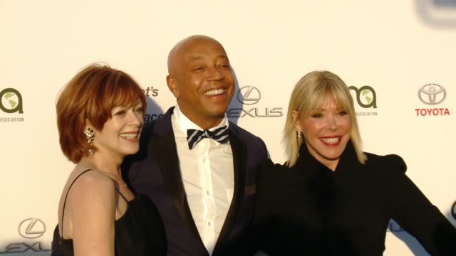 debbie levin, frances fisher and russell simmons at the 27th annual environmental media association awards at barker hangar on september 23, 2017 in... - environmental media awards stock videos & royalty-free footage