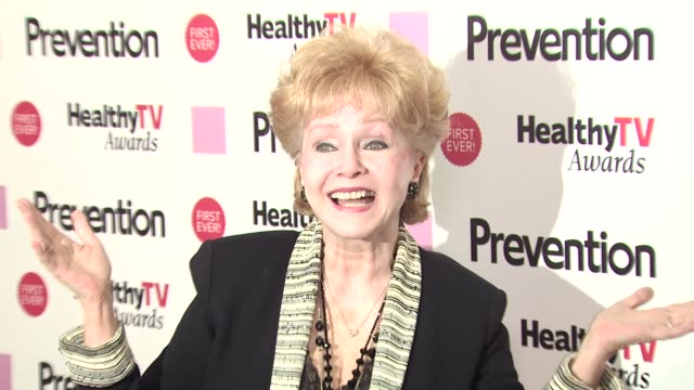 debbie reynolds at the prevention magazine presents the inaugural 'prevention healthy tv awards' at beverly hills ca. - debbie reynolds stock-videos und b-roll-filmmaterial