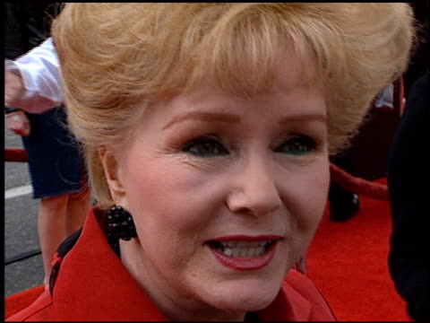 debbie reynolds at the 'rugrats in paris' premiere at grauman's chinese theatre in hollywood, california on november 5, 2000. - debbie reynolds stock-videos und b-roll-filmmaterial