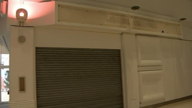 vídeos de stock e filmes b-roll de debenhams to close 50 stores across uk england hampshire farnborough general views site of former closed debenhams store oxford street sergio bucher... - farnborough hampshire