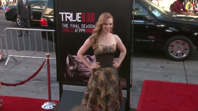 vídeos y material grabado en eventos de stock de deborah ann woll at true blood seventh and final season premiere at tcl chinese 6 theatres on june 17 2014 in hollywood california - mann theaters