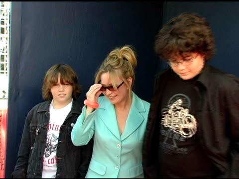 vidéos et rushes de debra jo rupp at the 2005 teen choice awards exclusive onsite portrait studio at the universal amphitheatre in universal city california on august 15... - exclusivité