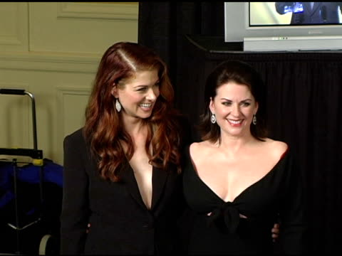debra messing and megan mullally at the 2005 people's choice awards photo room at the pasadena civic auditorium in pasadena california on january 10... - debra messing stock-videos und b-roll-filmmaterial