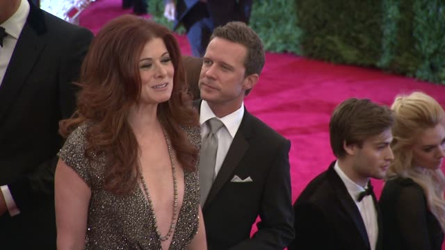 impossible conversations costume institute gala - debra messing stock-videos und b-roll-filmmaterial