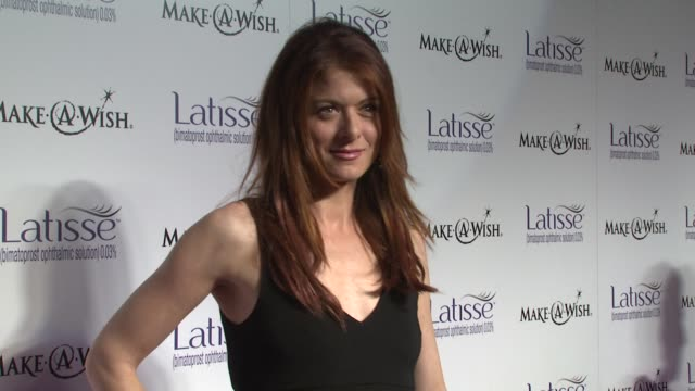 debra messing at the launch party for latisse at los angeles ca - debra messing stock-videos und b-roll-filmmaterial