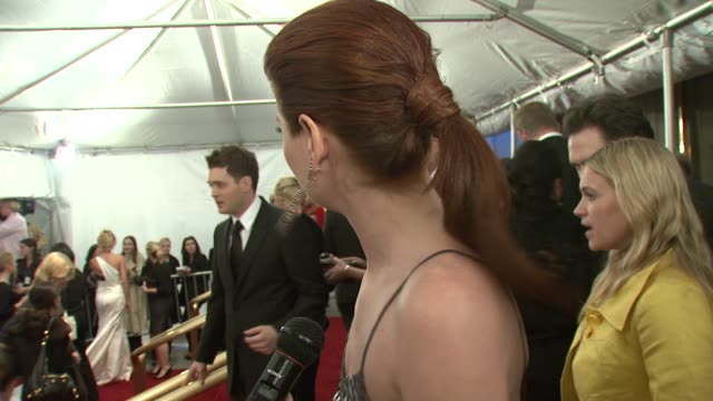 debra messing on wearing oscar de la renta being a fan of de la renta's designs and on seeing the various designers' work on people at the gala at... - debra messing stock-videos und b-roll-filmmaterial