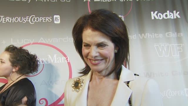 Debra Messing Sherry Lansing at the 2008 Crystal Lucy Awards at Los Angeles CA