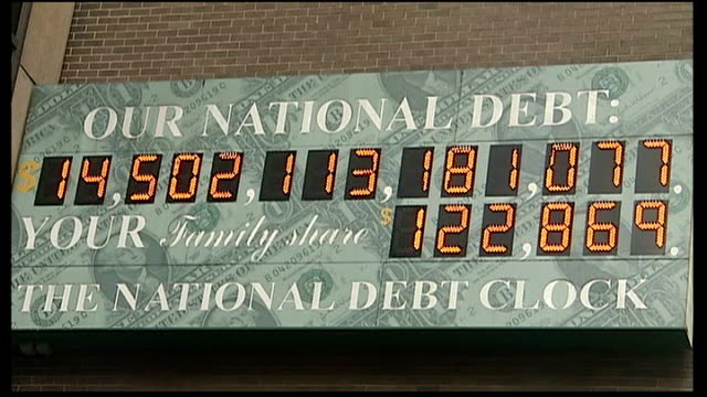 talks in deadlock ext 'national debt clock' on wall electronic sign showing rising national debt - statsskuldklockan bildbanksvideor och videomaterial från bakom kulisserna