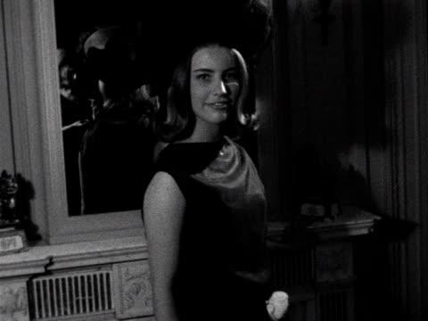 vídeos de stock, filmes e b-roll de a debutante models a dress and hat 1961 - model t