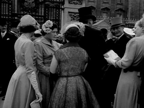 debutantes and their families queue up to enter buckingham palace - debutante stock videos & royalty-free footage
