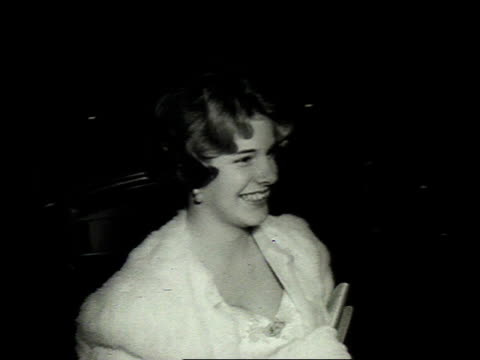 1962 montage debutantes carrying flowers arriving at a ball at the lyric opera house / baltimore, maryland, united states - 舞踏会点の映像素材/bロール