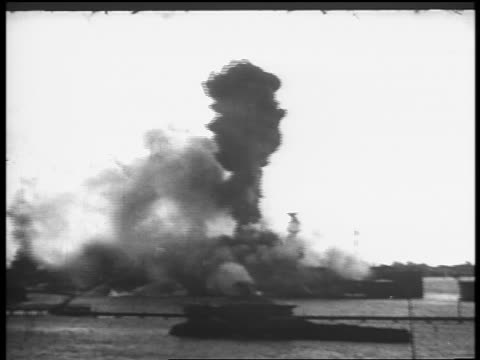 b/w dec 7 1941 battleship exploding in pearl harbor / newsreel - 真珠湾攻撃点の映像素材/bロール