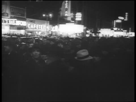 b/w dec 7 1941 crowd milling on city street at night after attack pearl harbor / newsreel - 真珠湾攻撃点の映像素材/bロール