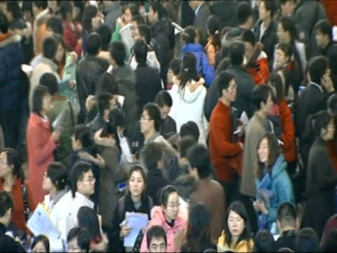 december 2008 montage crowd of people attending employment fair and applying for job/ china/ audio - 就職フェア点の映像素材/bロール