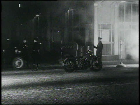 vidéos et rushes de december 22 1932 montage state police search the woods during lindbergh baby crime / united states - 1932